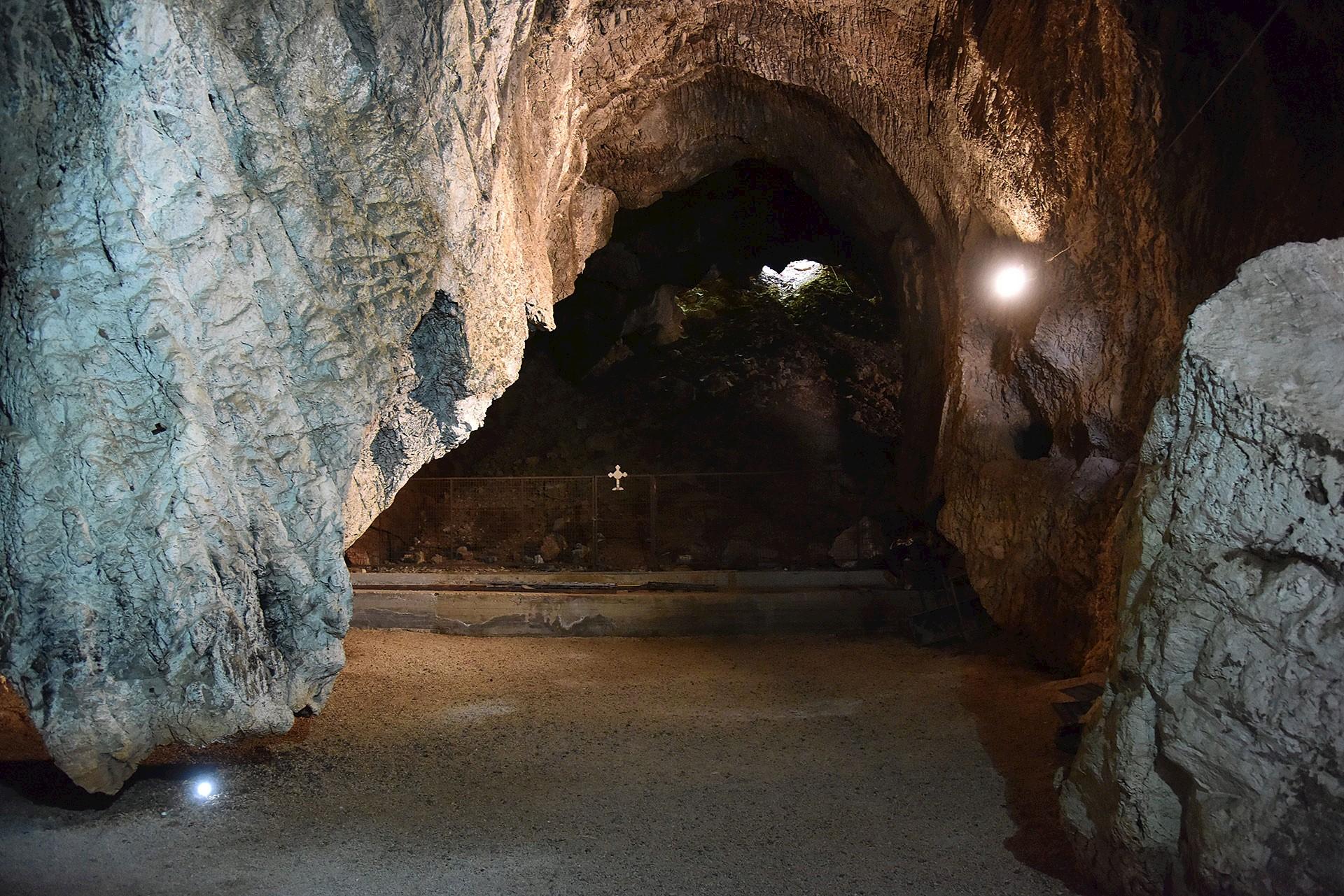 Kefalari Cave