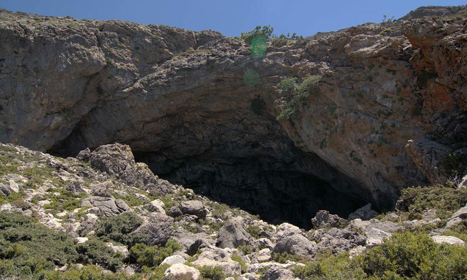Kamares cave